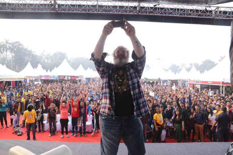 Kristian Nairn takes a selfie of his fans at Delhi Comic Con 2015